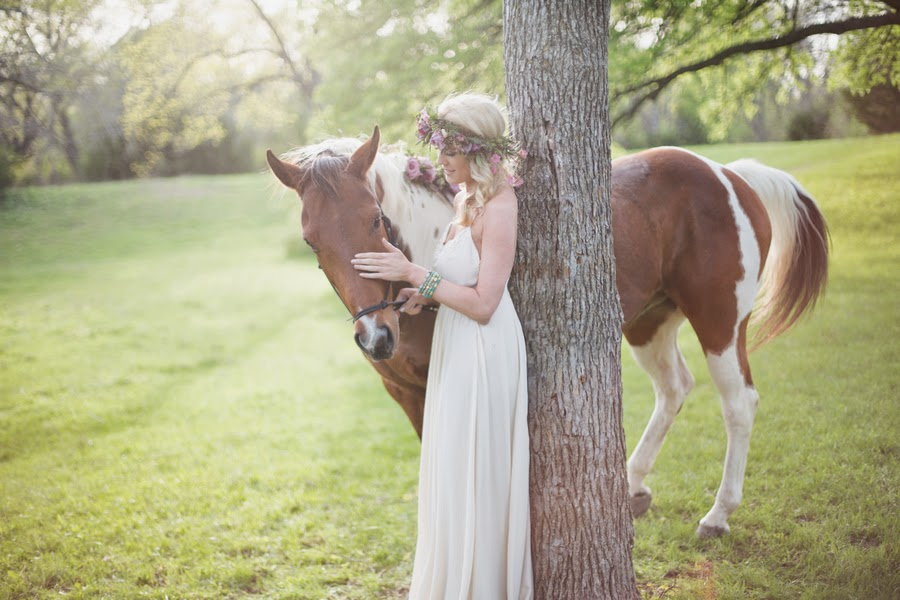 Wild-Rose-Events__Adria_Lea_Photography_alisonbridals0043_Hair-Flowers-and-horse-flowers-1